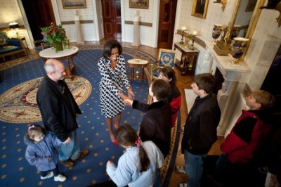 Michelle and Bo Obama surprise tourists at the White House